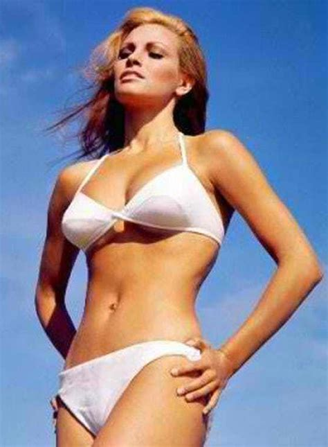 Raquel Welch: Hottest Sexiest Photo Collection   HNN