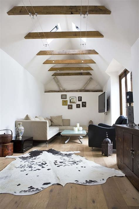 Spectacular and Cozy Living Rooms with Ceiling Beams: 25