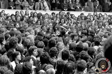 Police and english football hooligans from 1970 to 1980